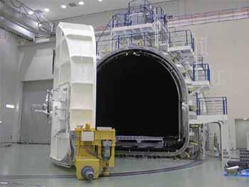 人工衛星機器試験装置